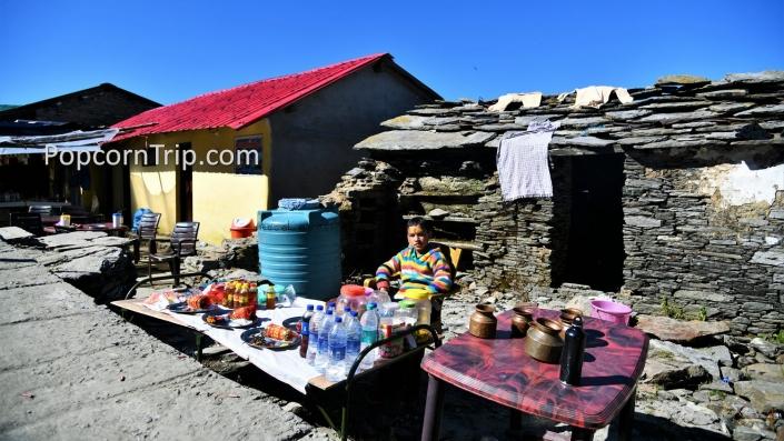 Stalls in Tungnath